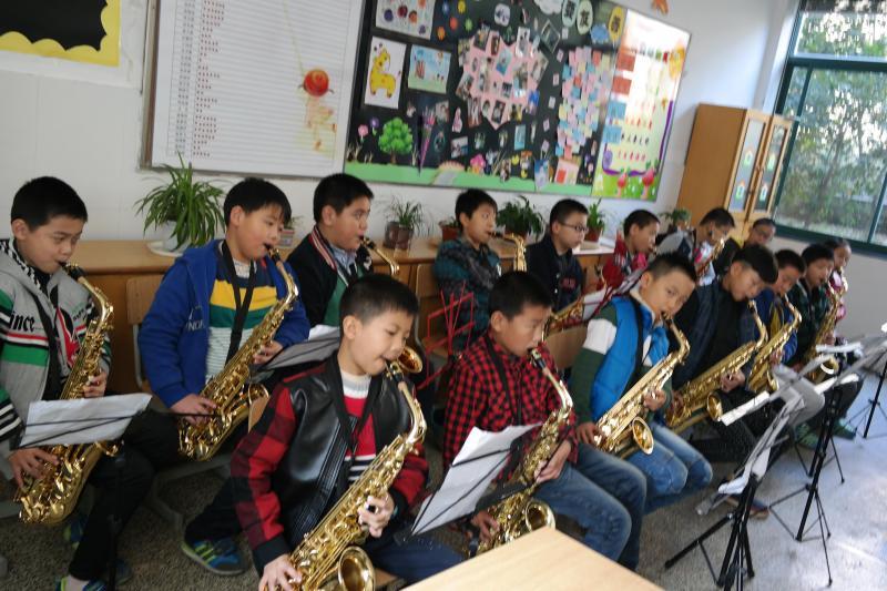 管乐团萨克斯声部课-开心童年,开心成长